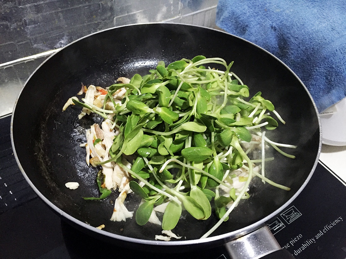 Fried Sunflower sprouts in oyster sauce 9