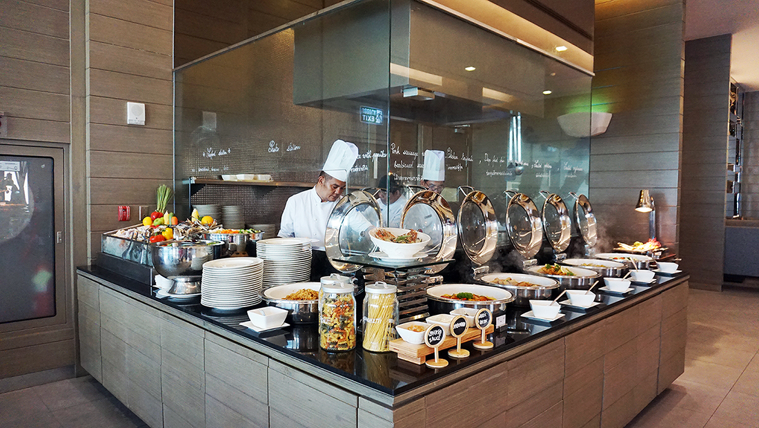 The Eight Restaurant Buffet Mercure Hotel Bangkok Siam 22
