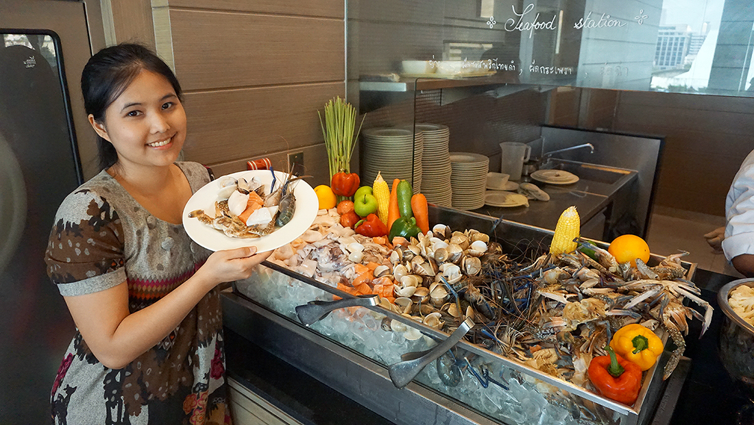 The Eight Restaurant Buffet Mercure Hotel Bangkok Siam 24