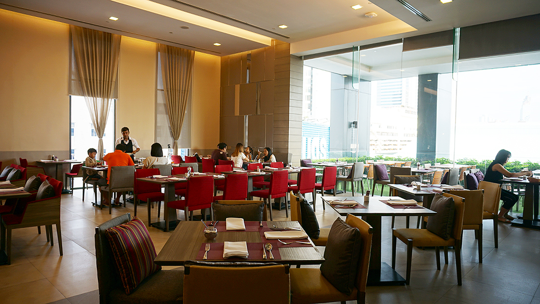 The Eight Restaurant Buffet Mercure Hotel Bangkok Siam 4