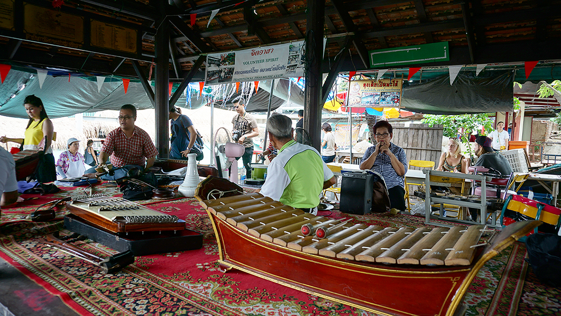 Taling Chan Floating Market 19