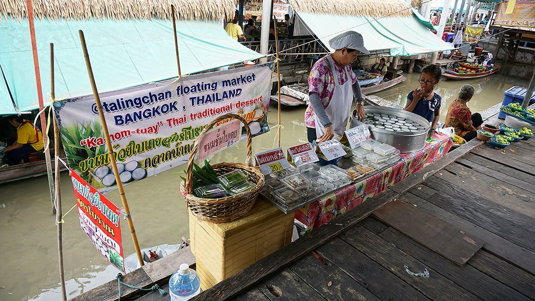 Taling Chan Floating Market 20