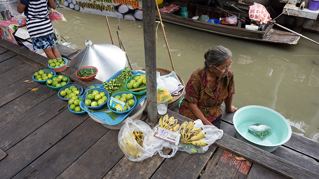 Taling Chan Floating Market 21