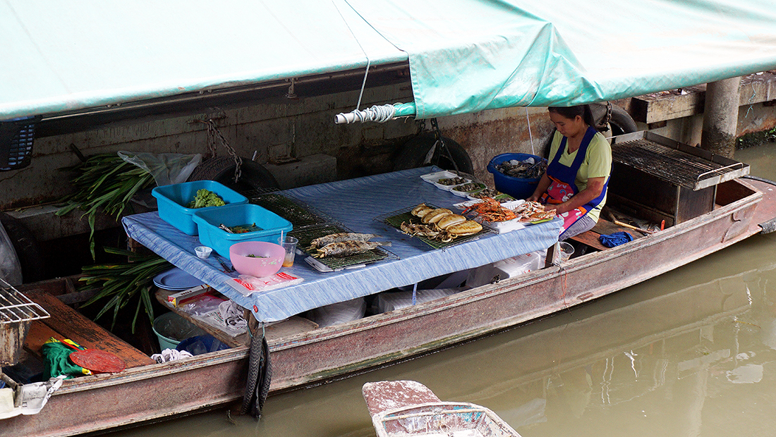 Taling Chan Floating Market 26