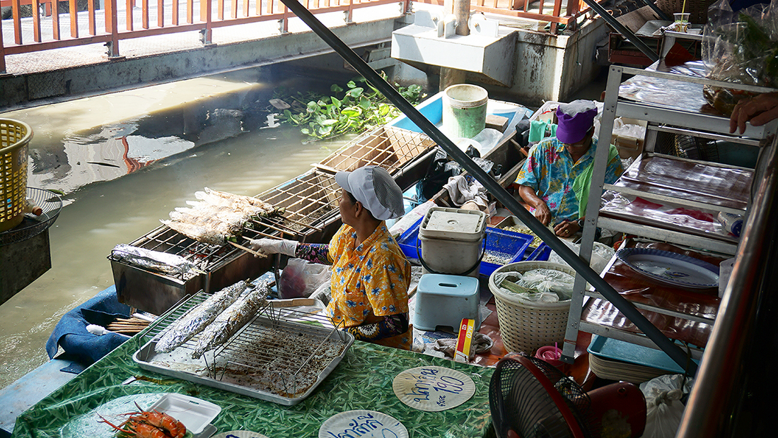 Taling Chan Floating Market 27