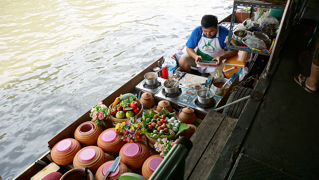 Taling Chan Floating Market 32