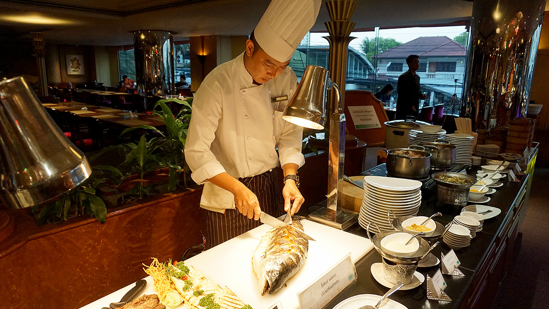International Buffet and Seafood COFFEE SHOP The Emerald Hotel 23
