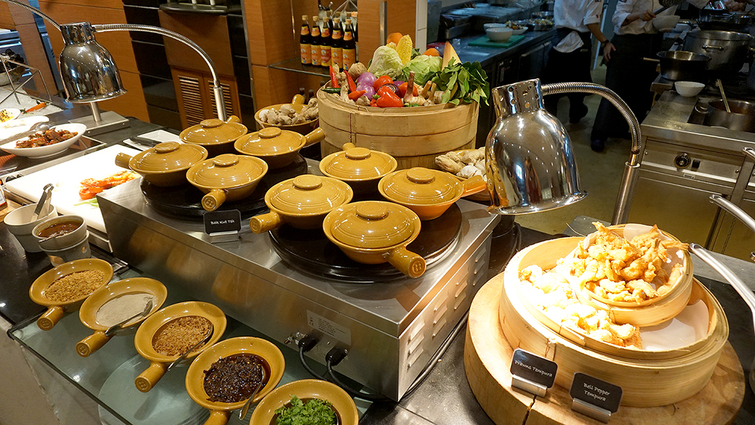 MoMo Cafe International Lunch Buffet Courtyard by Marriott 14
