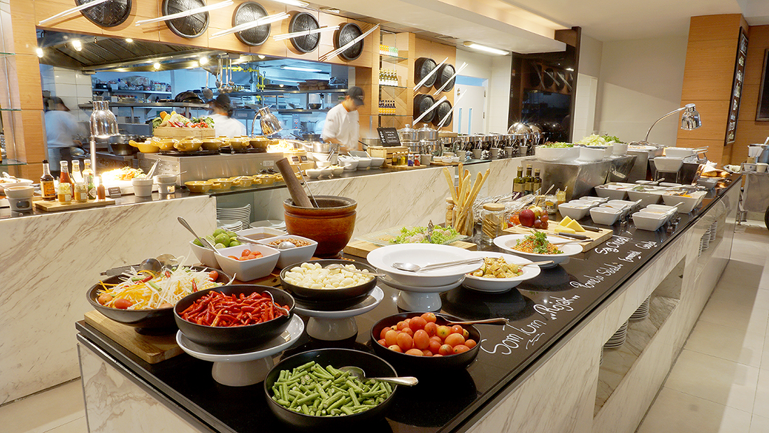 MoMo Cafe International Lunch Buffet Courtyard by Marriott 6