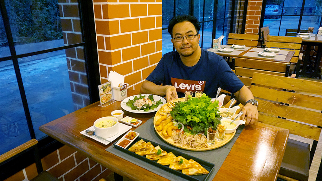 9 Salads cafe and Restaurant 14