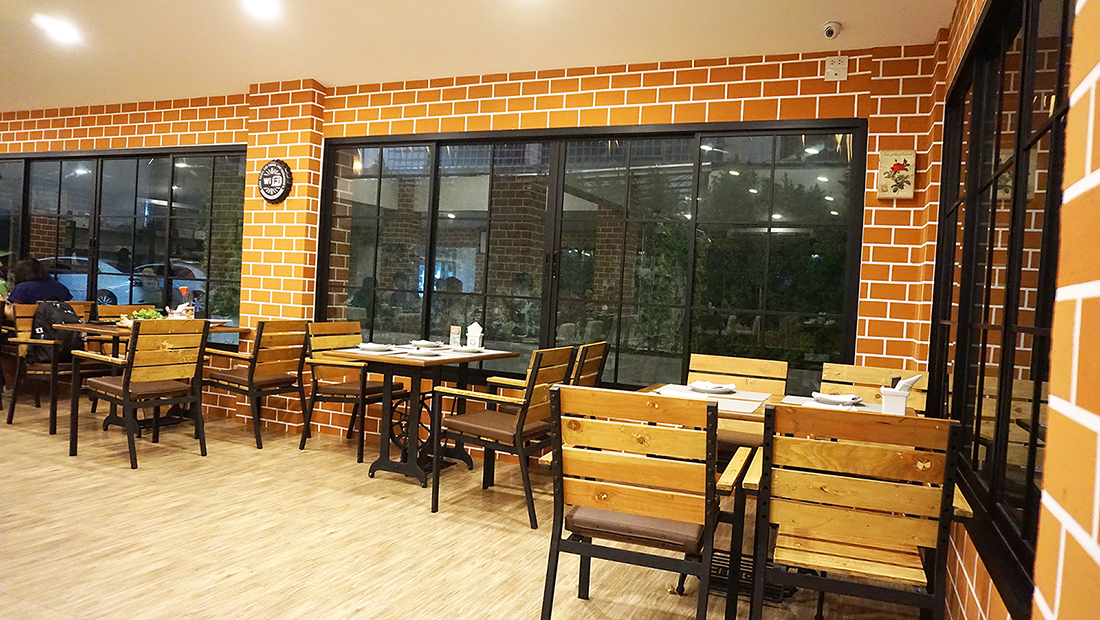 9 Salads cafe and Restaurant 7