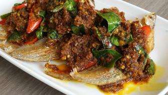 กินอาหารทะเลสดๆ รสชาติไทยๆ ถึงน้ำพริกเครื่องแกง ไม่ต้องไปไกลถึงทะเล @กุ้งทอง ซีฟู้ด บนถนนพระราม 4