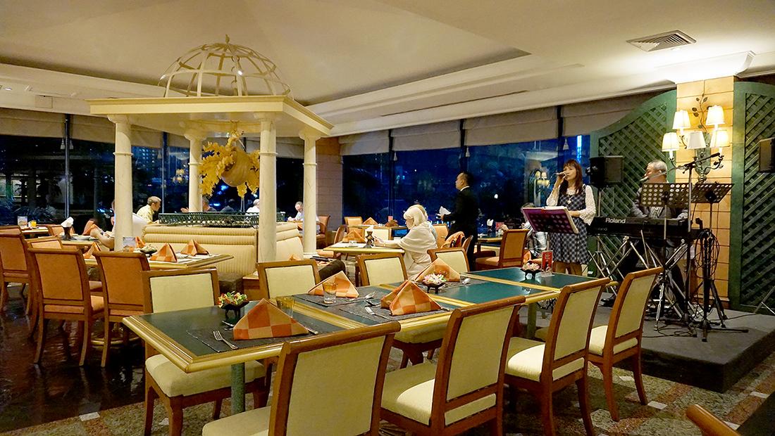92 Cafe Golden Tulip Sovereign Bangkok 2