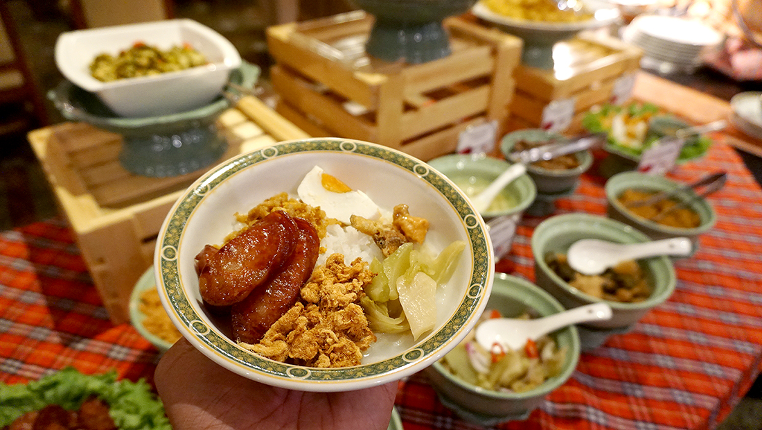 92 Cafe Golden Tulip Sovereign Bangkok 43