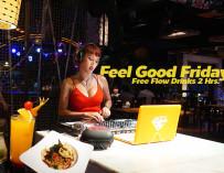 สาย Hangout ห้ามพลาด ดื่มไม่อั้น 2 ชั่วโมงเต็ม คุ้มโคตร (สำหรับคนชอบดื่ม) จัดเลย Party House One Siam@Siam Design Hotel Bangkok