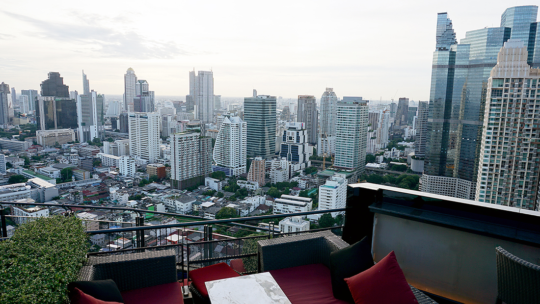 ZOOM Sky Lounge at Anantara Sathorn Bangkok Hotel 10
