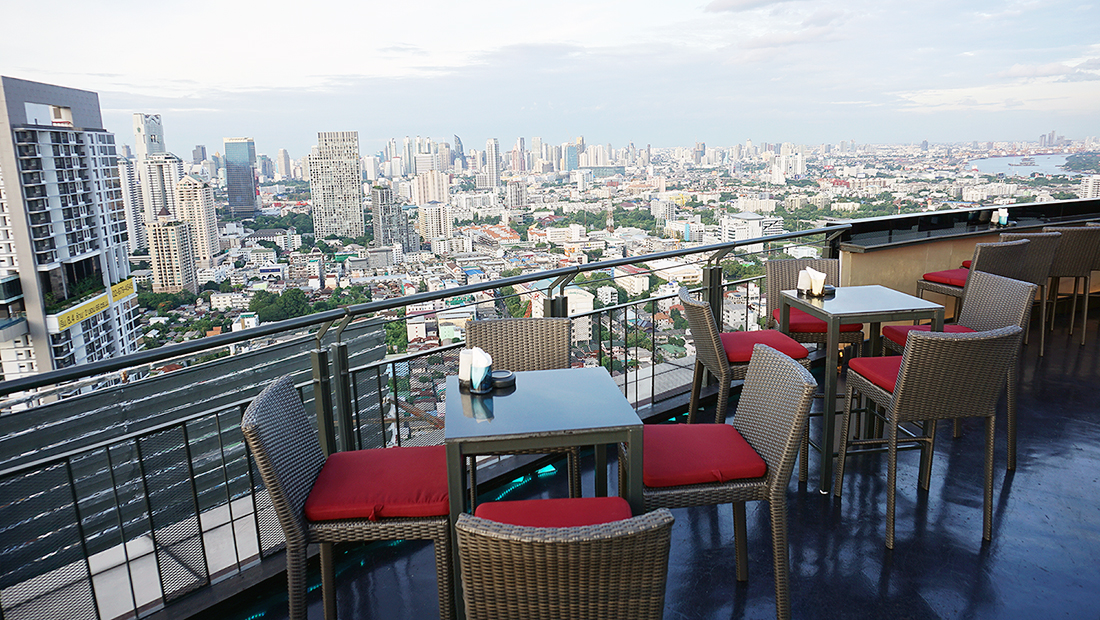 ZOOM Sky Lounge at Anantara Sathorn Bangkok Hotel 11