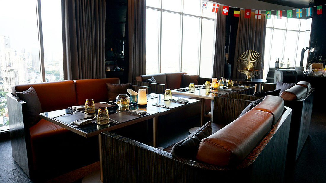 ZOOM Sky Lounge at Anantara Sathorn Bangkok Hotel 2