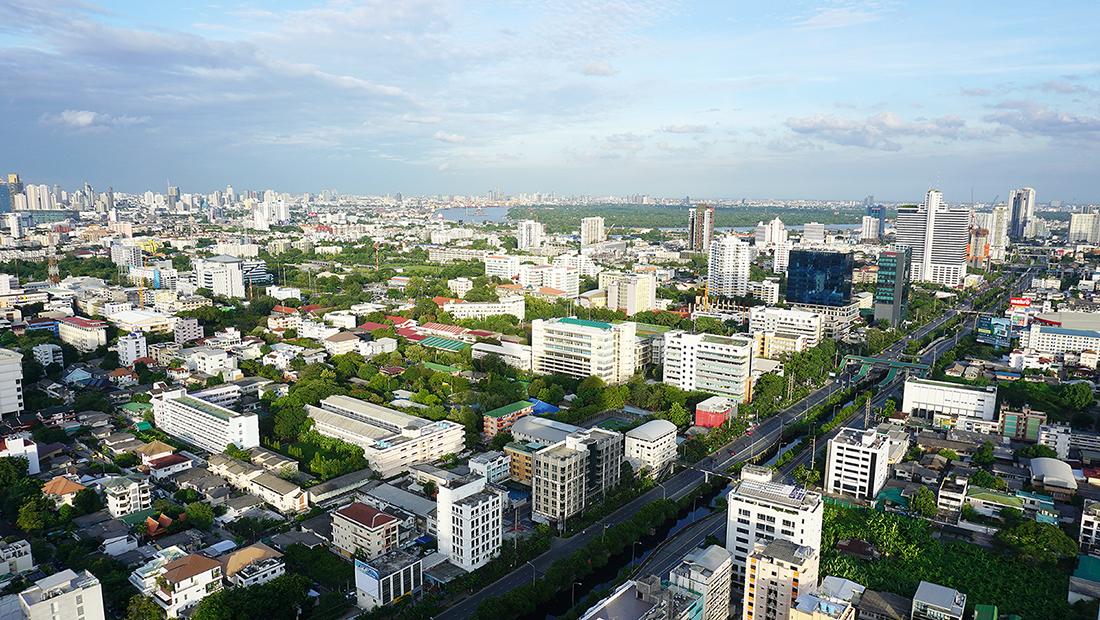 ZOOM Sky Lounge at Anantara Sathorn Bangkok Hotel 9