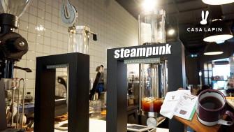 ชิมกาแฟหอมกรุ่นจากเครื่อง steampunk กลิ่นของเมล็ดกาแฟชัดเจน ไปกันเลยที่ Casa Lapin @Central World คอกาแฟห้ามพลาด
